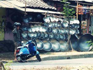 [Foto] Pedagang Penggorengan Jumbo di Salabenda, Bogor