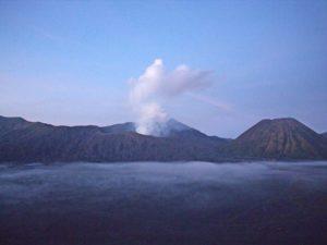 [Foto] Pemandangan Indah Gunung Bromo Menjelang Pagi