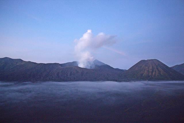 Pemandangan Gunung Bromo di Pagi Hari 3