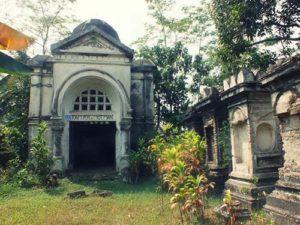[Foto] Reruntuhan Mausoleum Van Motman : Puing Kejayaan Tuan Tanah Bogor