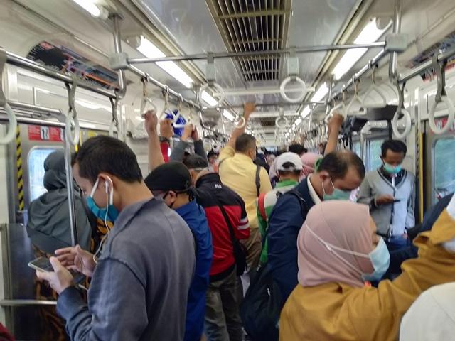 Tips Jaga Jarak (Physical Distancing) Selama Pandemi di Commuter Line